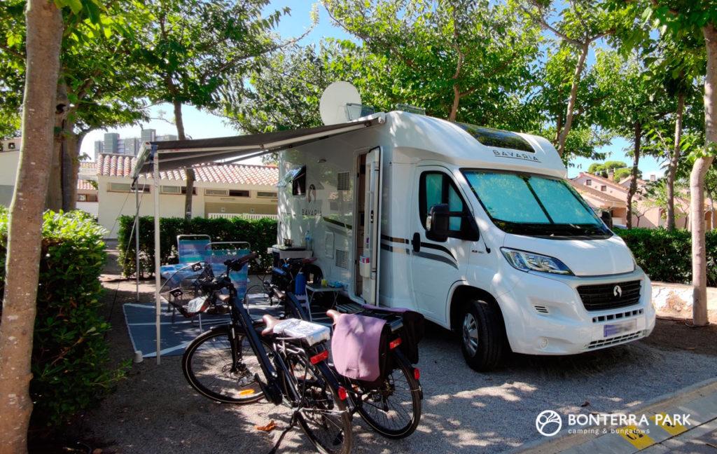 Parcela, caravana de clientes de Francia seguros en Bonterra Park, Benicàssim