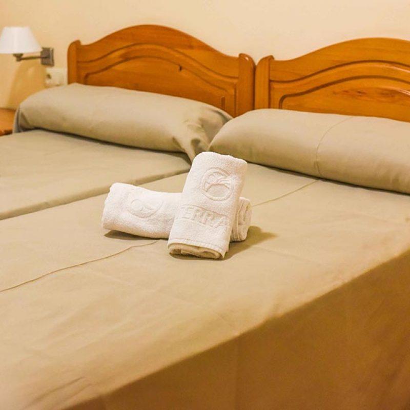 camping_bonterra_benicasim_bungalow_camas