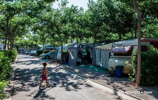 Vacaciones en autocaravana con Bonterra Park: seguridad, libertad y diversión.